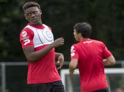 Anthony Limbombe (l.) ist in der Bundesliga heiß begehrt
