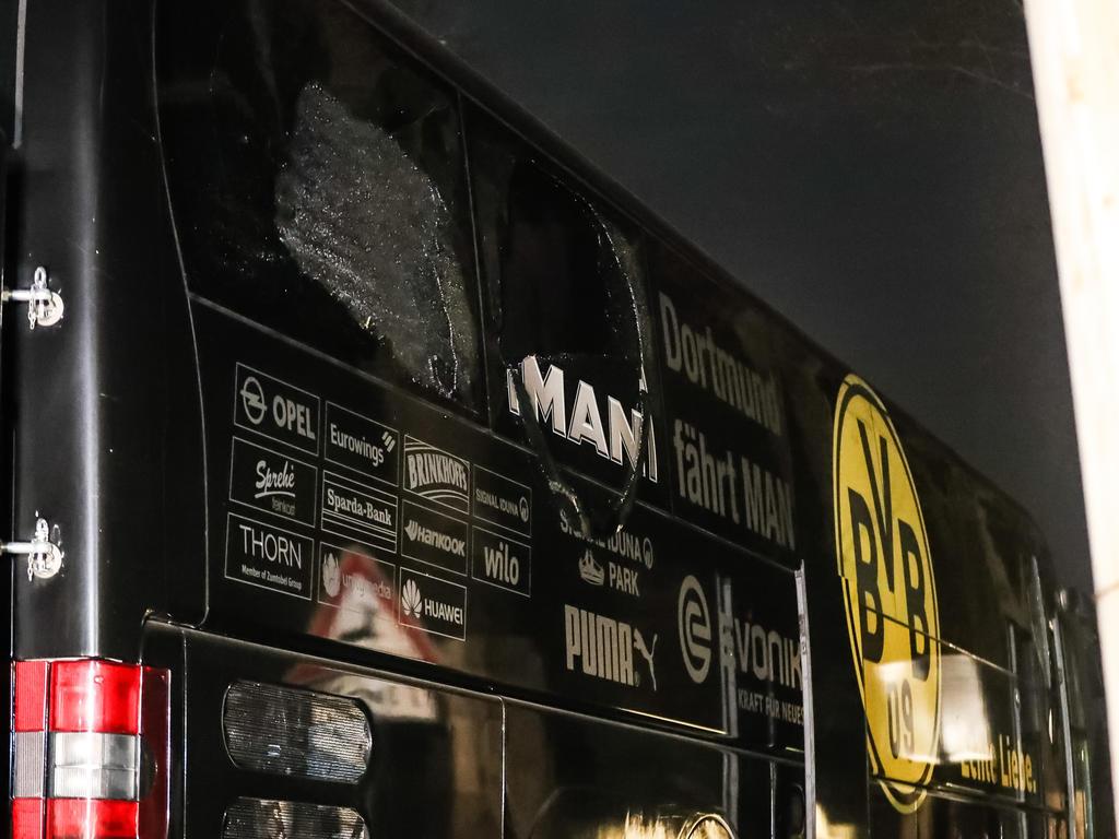 Bei der Abfahrt der Dortmunder zum Spiel gegen Monaco waren neben dem Bus drei Sprengsätze explodiert