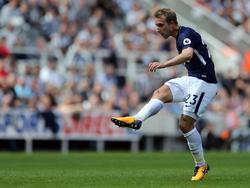 Christian Eriksen passt de bal naar een medespelers in het duel met Newcastle United. (13-08-2017)