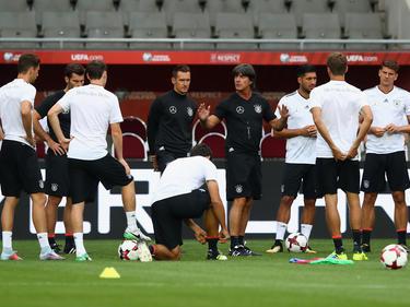 Joachim Löw dando instrucciones a su equipo. (Foto: Getty)