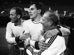 """Franz """"Bulle"""" Roth (Mitte) schoss den FC Bayern zum ersten Europacup-Titel"""