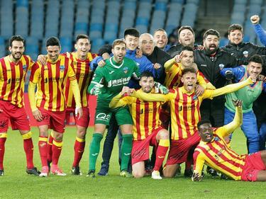 El Lleida celebra sobre el césped su pase de ronda. (Foto: Imago)