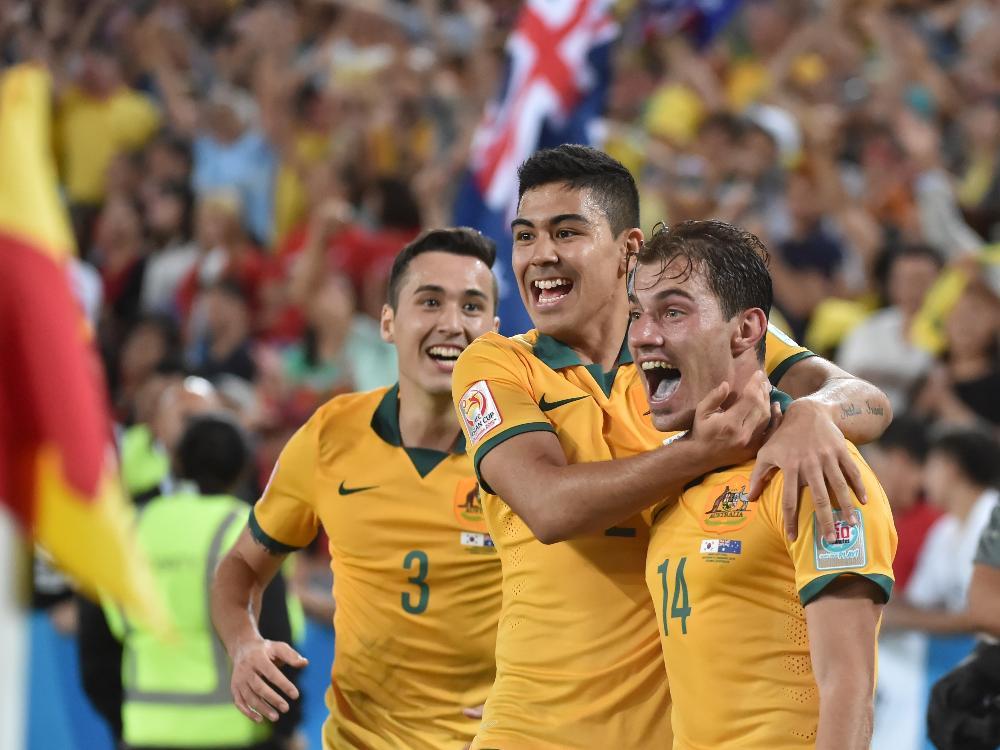 James Troisi (r.) erzielt den Siegtreffer für Australien