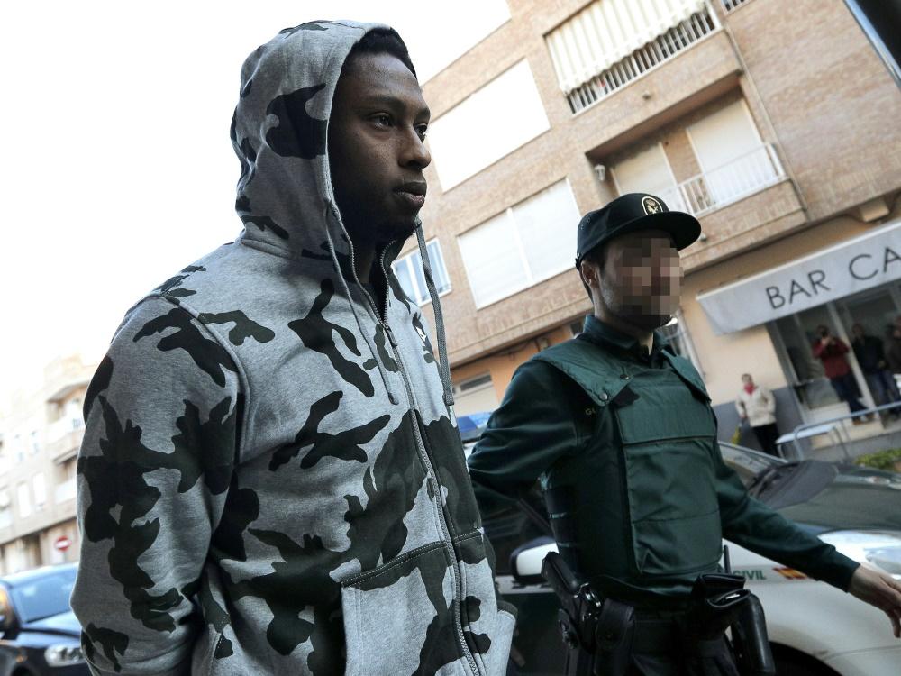 Rúben Semedo (l.) wird zum Gerichtssaal eskortiert