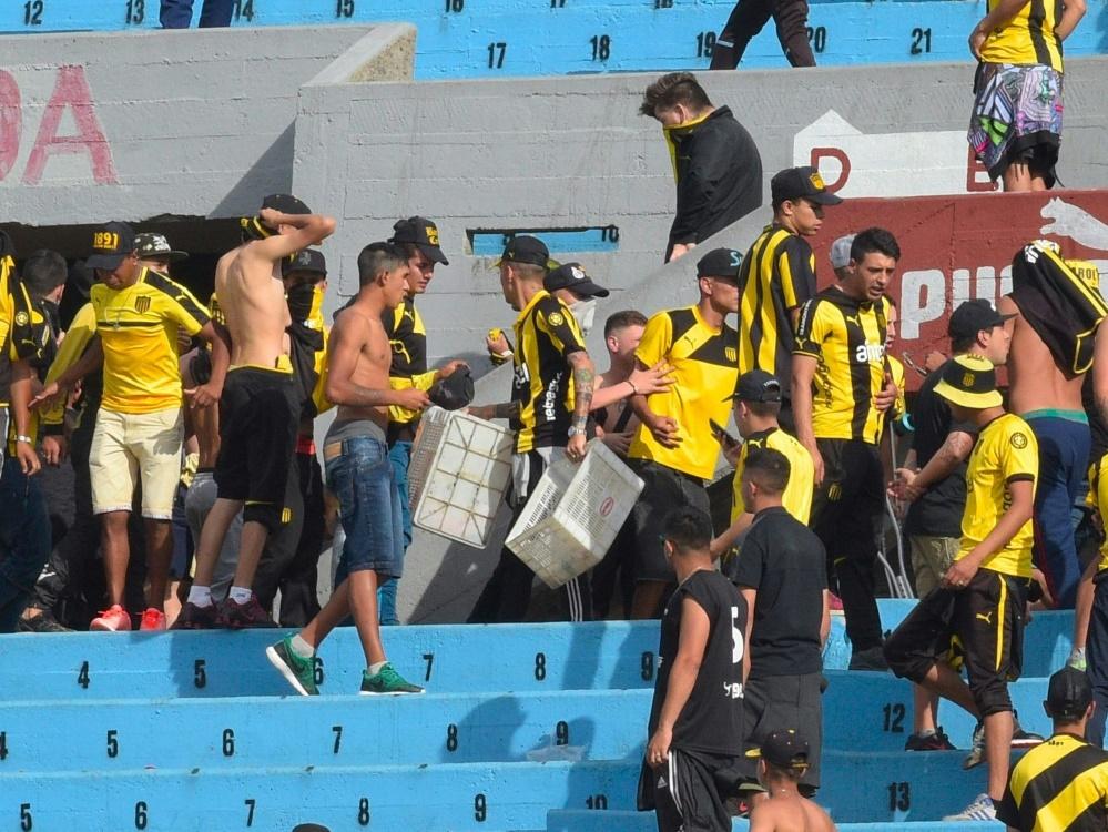 Peñarol-Fans haben in Uruguay für eine Spielabsage gesorgt