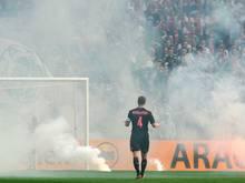 Niklas Moisander versucht die Ajax-Fans zu beruhigen