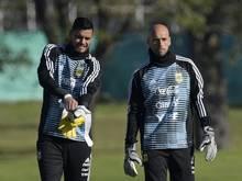 Argentiniens Torhüter Romero (l.) und Caballero (r.)