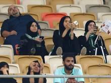 Frauen erstmals beim Fußballspiel in Saudi-Arabien