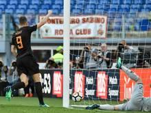 Edin Dzeko (l.) trifft gegen Chievo Verona doppelt