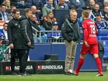 Nils Petersen (r.) und der SC Freiburg wollen den Platzverweis auf Schalke nicht hinnehmen
