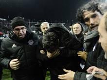 Auslöser: Piräus-Trainer Oscar Garcia wurde beworfen
