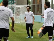 Mohamed Salah (M.) kann gegen Russland spielen