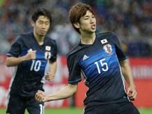 Yuya Osako (r.) traf zur Führung für die Japaner