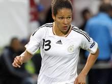 Celia Sasic trifft zum 1:0 für Deutschland