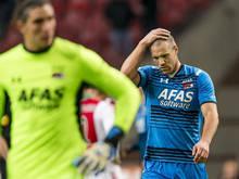 Ron Vlaar baalt na de nederlaag tegen Ajax (28-02-2016).