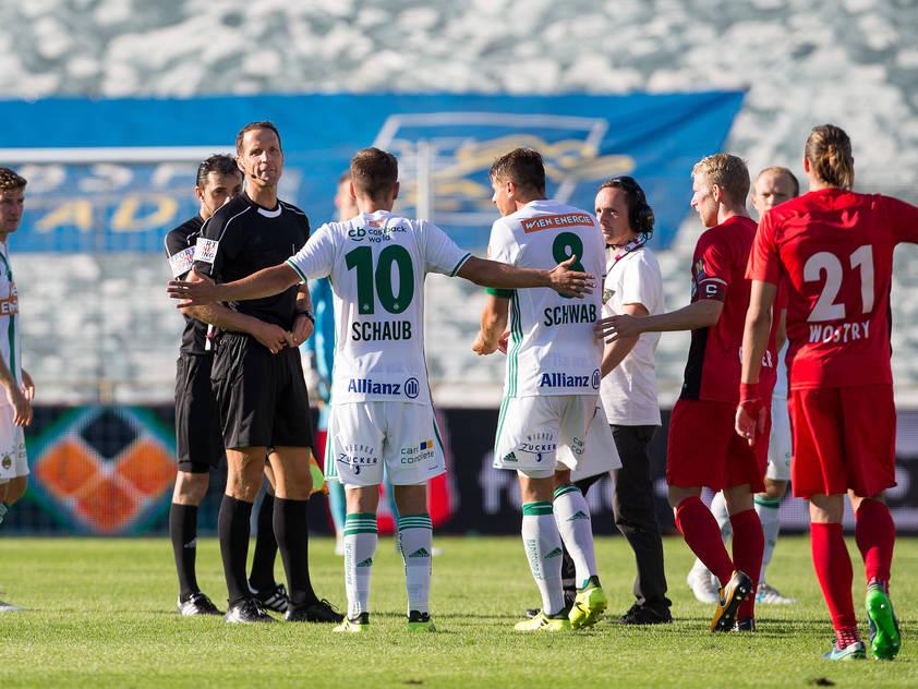 Referee Robert Schörgenhofer entschied auf eine Unterbrechung des Spiels