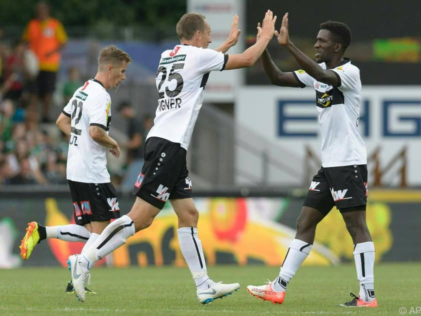 Hannes Aigner (links) spielt gegen Ex-Club