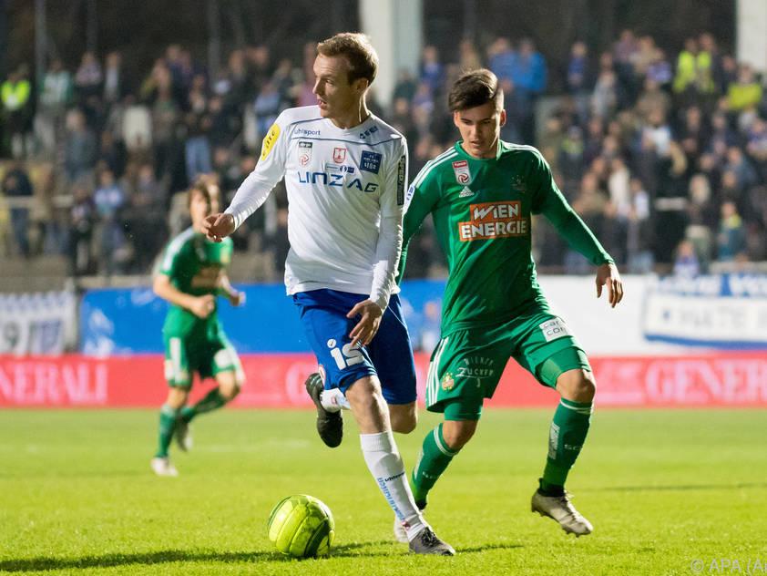 Stefan Haudum (l.) stand im Herbst für Blau-Weiß Linz in allen Runden auf dem Spielfeld