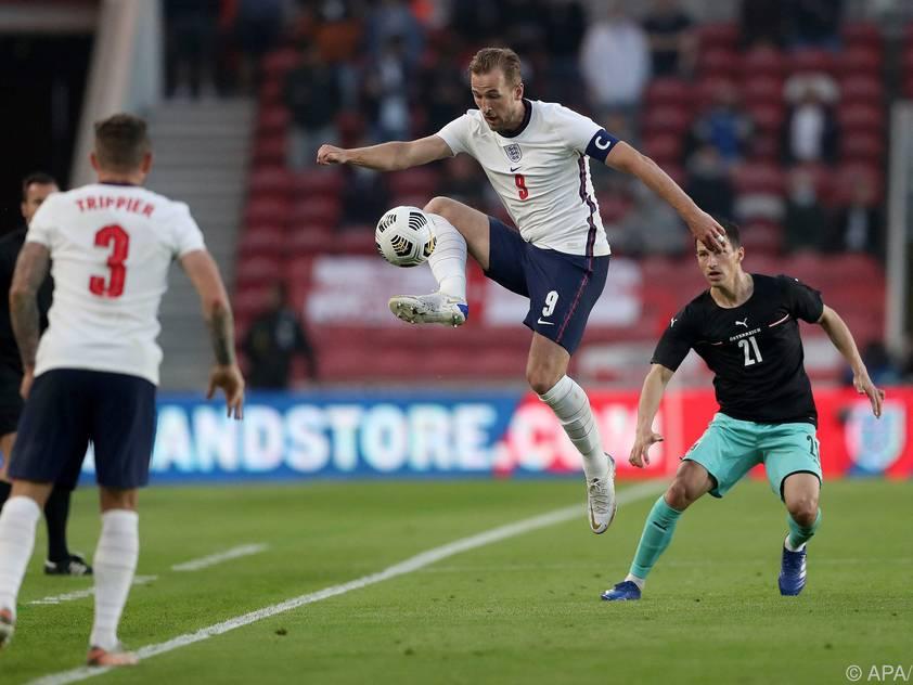 Englands Kapitän Harry Kane (m.) im EM-Test gegen Österreich