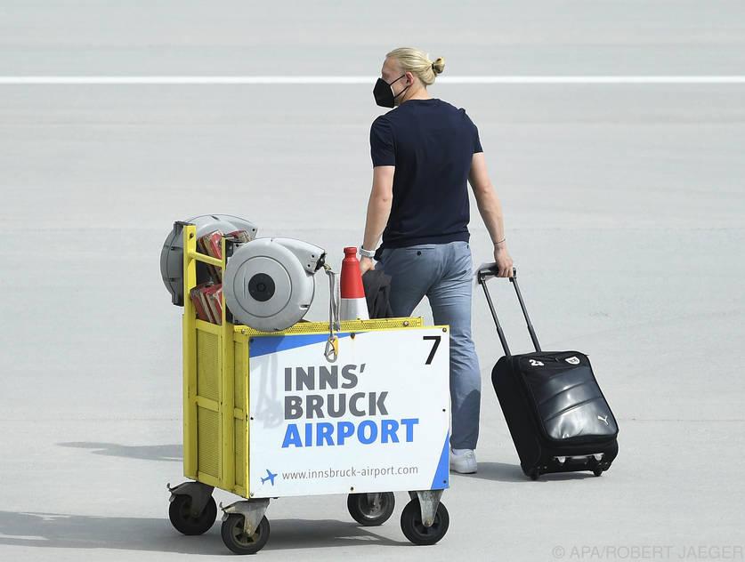ÖFB-Teamspieler Xaver Schlager beim Abflug nach Bukarest