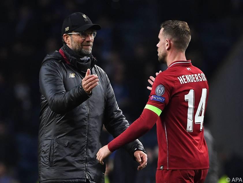 Jürgen Klopp und Kapitän Jordan Henderson beim Jubeln nach dem Aufstieg des FC Liverpool