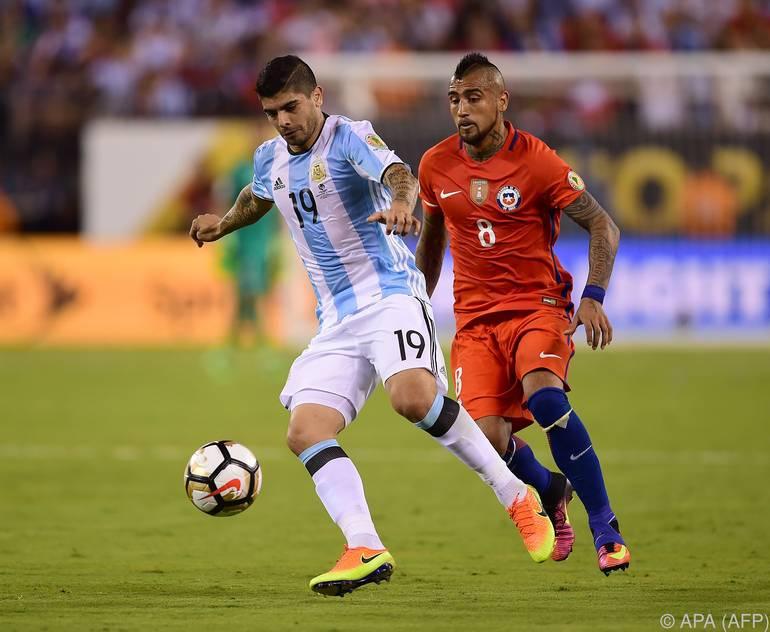 Banega (l.) beim Copa-América-Finale gegen Chile
