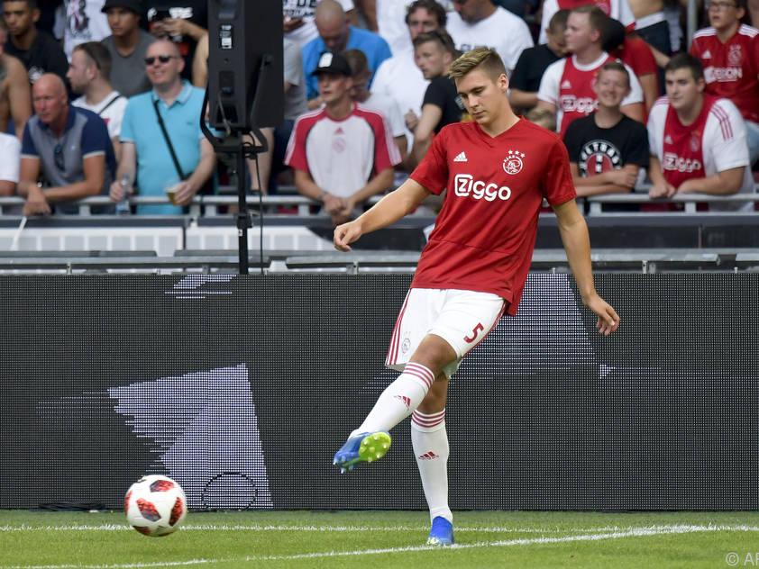 Max Wöber wird vorerst von Ajax an den FC Sevilla verliehen