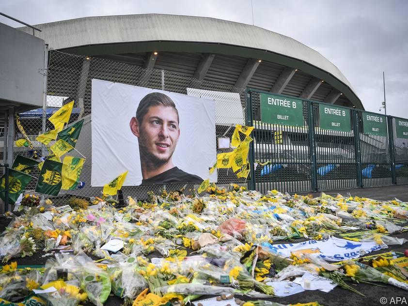 Zwei Southampton-Fans fielen mit einer geschmacklosen Geste ungut auf
