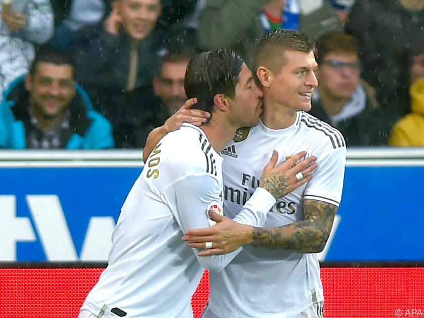 Ramos und Kroos beim Austausch von Zärtlichkeiten