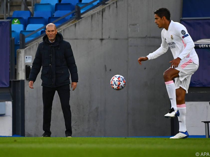 Zinedine Zidane steht nach der überraschenden Niederlage gegen Donetsk im Clasico unter Druck