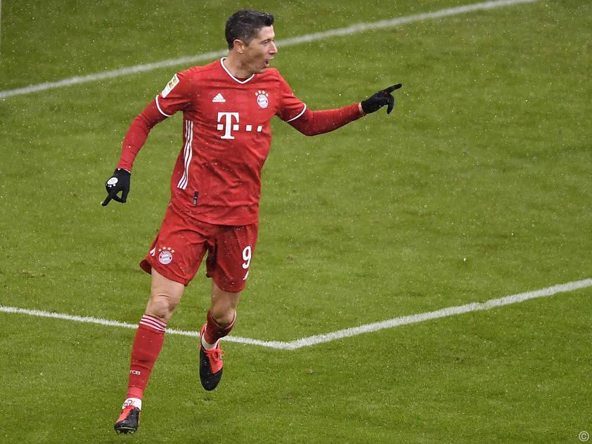 Bayern-Stürmer Robert Lewandowski jubelt über sein Tor gegen Freiburg