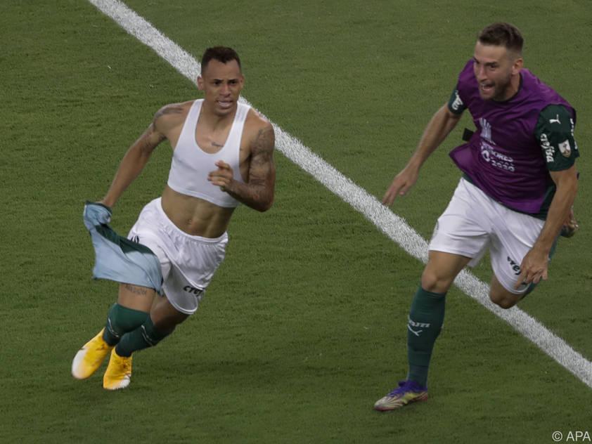Breno Lopes (l.) schoss seine Mannschaft spät zum Sieg