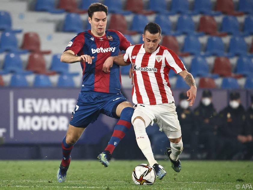 Alex Berenguer (r.) schoss Ahletic Bilbao ins Cupfinale gegen Barca