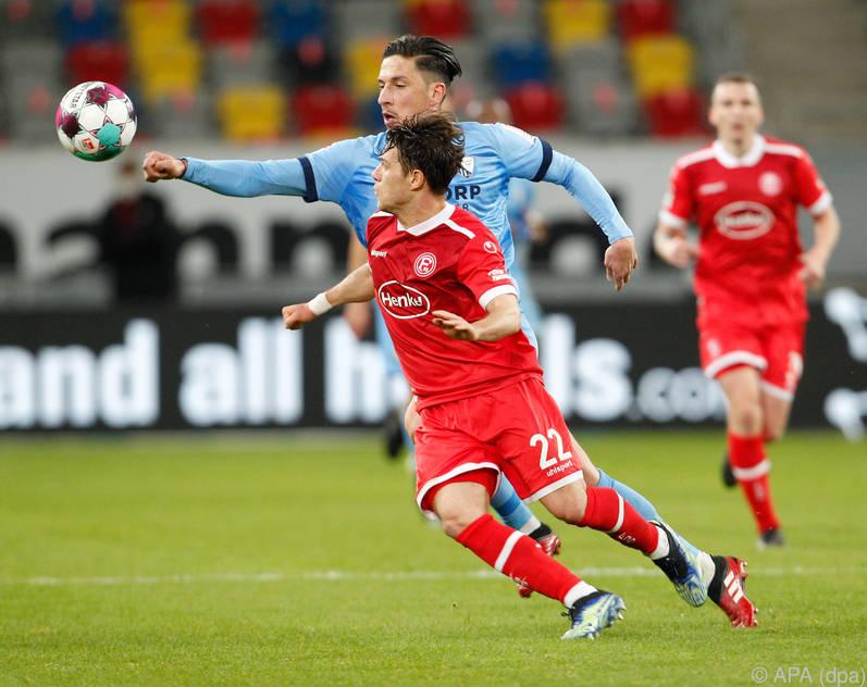 Robert Žulj (in blau) kommt mit Bochum dem Aufstieg immer näher