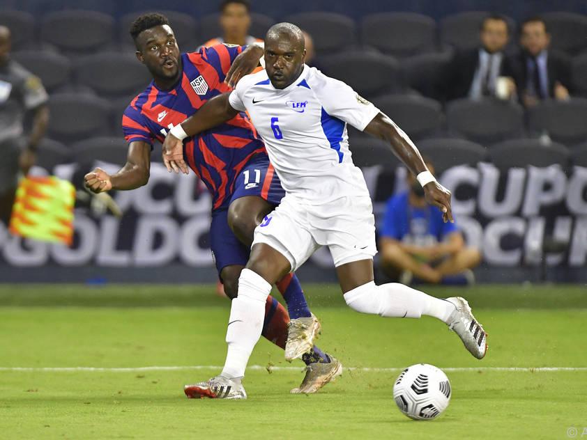 US-Stürmer Dike (r.) traf gegen Martinique zweimal