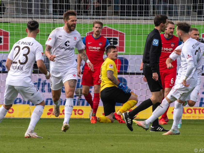 St. Pauli und Guido Burgstaller bleiben Spitzenreiter