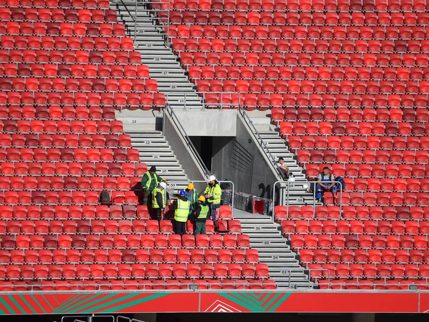 Auf diesem Bild sieht man nur Arbeiter in der Puskas Arena in Budapest