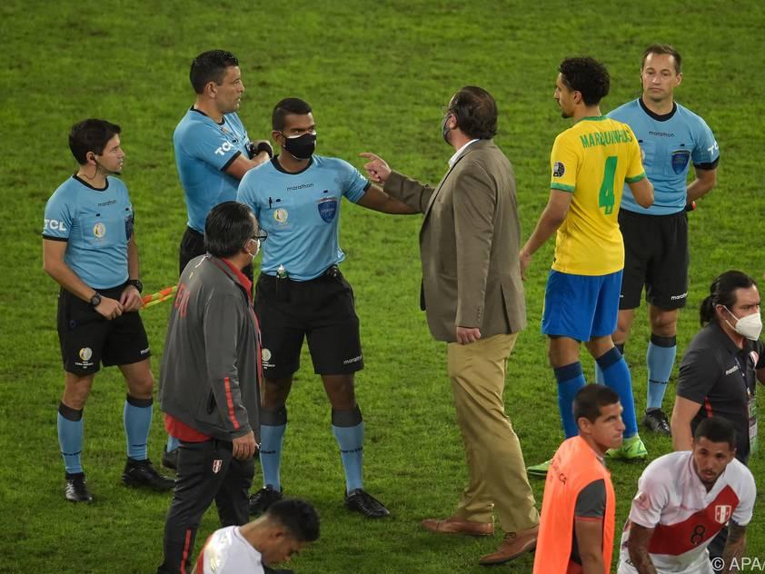 Für den südamerikanischen Fußball nicht unübliche Szenen am Ende