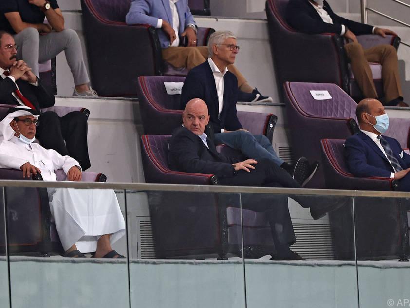 Wenger (m.) ist wie FIFA-Boss Infantino für WM-Reform