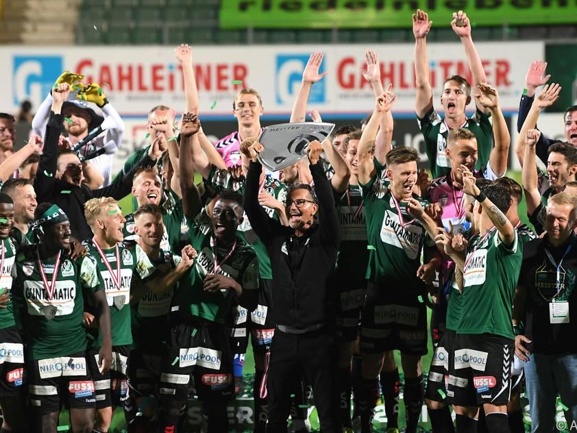 Die Rieder bejubeln den Meistertitel in der 2. Liga und ihren Aufstieg
