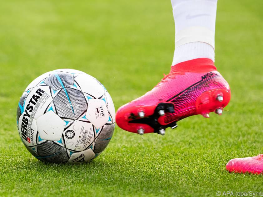 Die Pandemie macht dem Fußball schwer zu schaffen