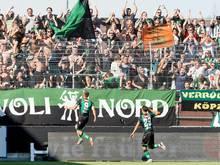 Die Innsbrucker feierten den Sieg vor ihren mitgereisten Fans