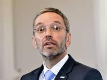 Innenminister Herbert Kickl attackiert die Rapid-Fans und kritisiert auch den Klub