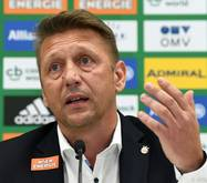 Rapid-Sportchef Zoran Barišić ist momentan schwer beschäftigt