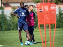 Oumar Solet (l.) vorigen Sommer im Trainingszentrum von Olympique Lyon
