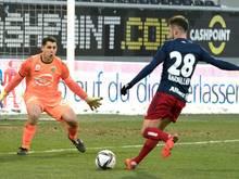 Rapid scheiterte immer wieder an Altach-Goalie Martin Kobras (l.)