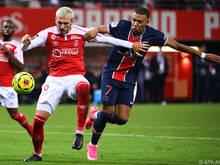 Dario Maresić (l.) bekam es in Frankreich auch mit Superstar Kylian Mbappé zu tun