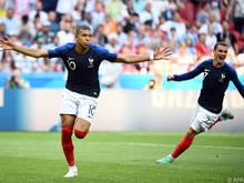 Kylian Mbappé (l.) traf zweimal für die Franzosen