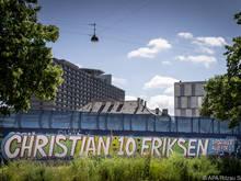Eine Botschaft außerhalb des Krankenhauses, in dem sich Christian Eriksen erholt
