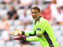 Manuel Neuer setzt mit einer Regenbogenbinde ein Zeichen